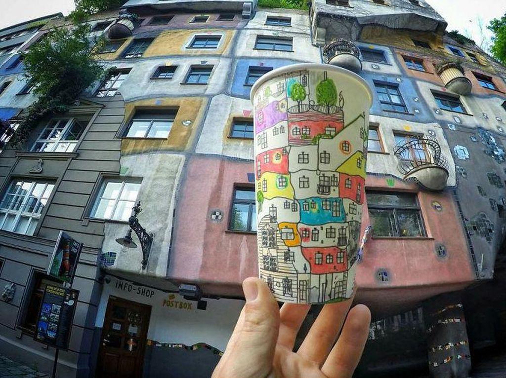 Sampai ke Vienna, Armagan tak lupa mengabadikan bangunan bertingkat di Hundertwasserhaus warna-warni. (Foto: Berk Armagan)