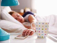 Pernah mengirim pesan saat sedang tertidur? Ternyata hal ini sudah cukup sering terjadi khususnya oleh anak-anak remaja yang masih menggunakan hp dengan aktif dan bahkan membawanya sampai ke tempat tidur, seperti yang dilansir dari Prevention, Senin (11/9/2017). (Foto: Thinkstock)