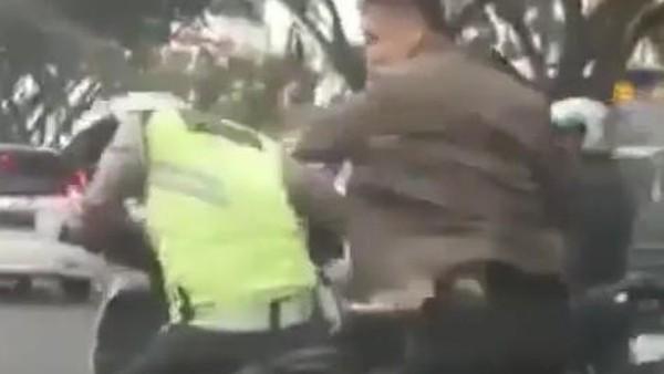 Serda Wira Pukul Polantas
