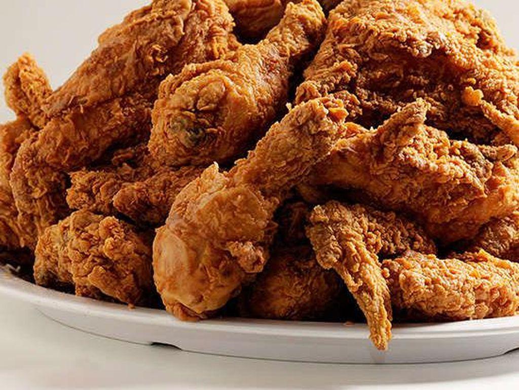 Bubbas Cooks Country; Dallas, TX, memiliki Ayam yang dibalut dengan susu dan rempah-rempah, ditaburi tepung dan digoreng. Foto: Istimewa