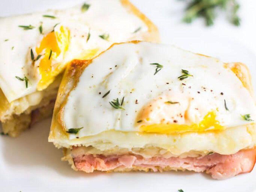 Foto: IstimewaBoleh juga meniru gaya Croque Madame. Selain irisan keju sebagai topping, lengkapi dengan telur ceplok. Tangkupan waffle jadi makin mantap.