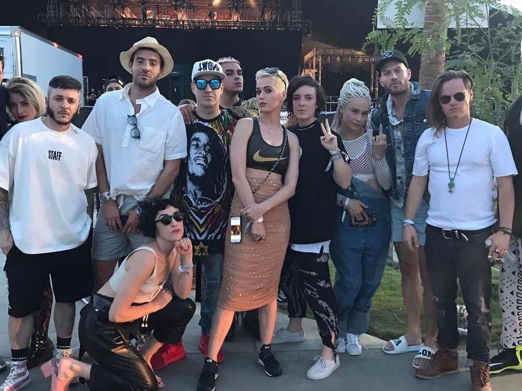 Inspirasi Tampil Keren ke We The Fest 2017 ala Seleb Hollywood