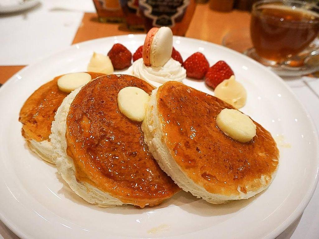 Berada di lobby hotl New Otani Tokyo, Satsuki punya pancake teal dengan butter yang royal. Alamat: Hotel New Otani Tokyo The Main Bldg. Lobby Floor,4-1 Kioi-cho, Chiyoda-ku, TokyoFoto: Istimewa