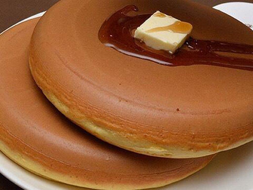 Hotcake di West Aoyama Garden disajikan dua buah dengan ukuran besar bersama maple syrup dan butter. Alamat: 1-22-10 Minami Aoyama, Minato-ku, TokyoFoto: Istimewa