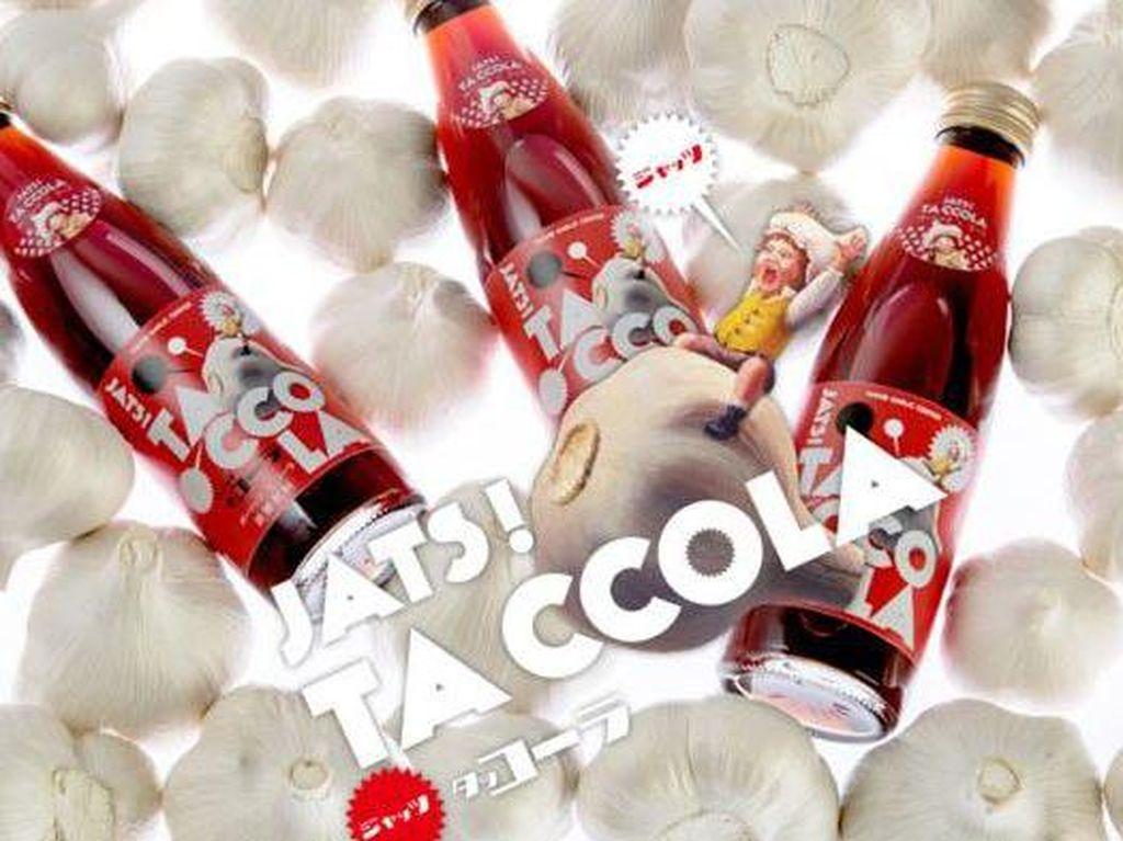 Minuman yang diproduksi dari kota Aomori yang menjadi penghasil bawang putih ternyata juga meracik minuman soda dengan rasa ini. Penasaran kan? (Foto: Istimewa)