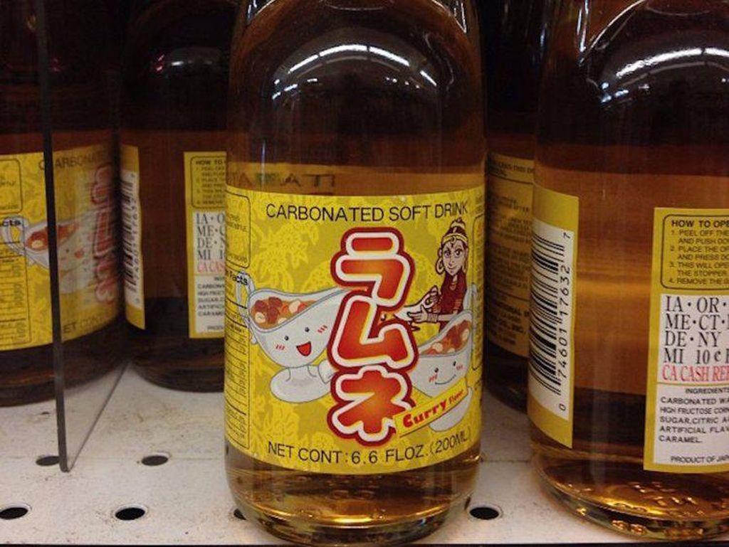 Di dunia, ternyata ada minuman bersoda asal Jepang yang dibuat dengan rasa unik dan tak biasa. Salah satunya adalah Ramune soda yang merupakan minuman unik dengan rasa kari. (Foto: Istimewa)