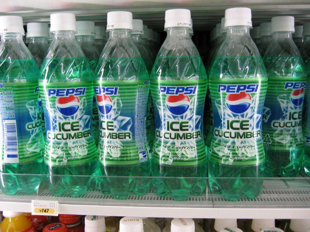 Nah, masih dari Jepang ternyata perusahaan minuman terbesar juga menjual minuman bersoda dengan paduan rasa mentimun. Bagaimana ya rasanya? (Foto: Istimewa)