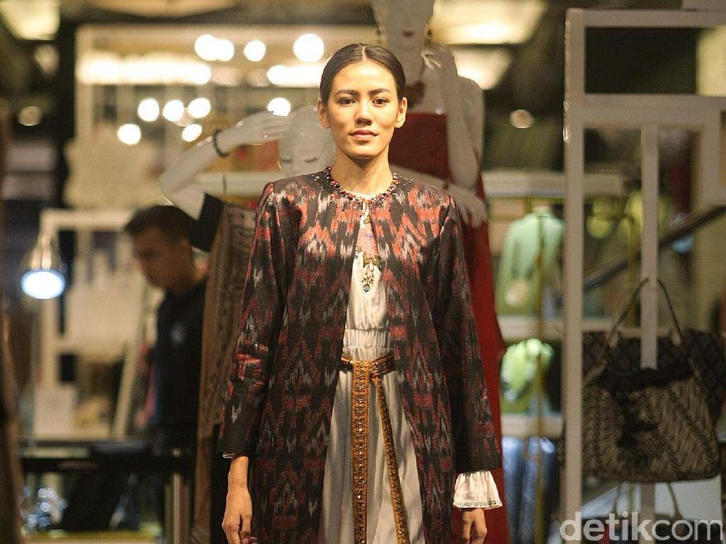 Foto: 15 Pesona Indonesia Pada Busana Karya 4 Desainer Sambut HUT RI