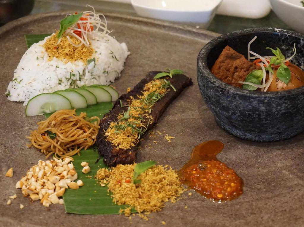 Nah, kalau yang ini ada nasi ulam yang disajikan sangat cantik. Ini adalah racikan Chef Kevin Saputra dari The Westin Hotel Jakarta. Komplet dengan citarasa khas Indonesia. (Foto: detikFood)