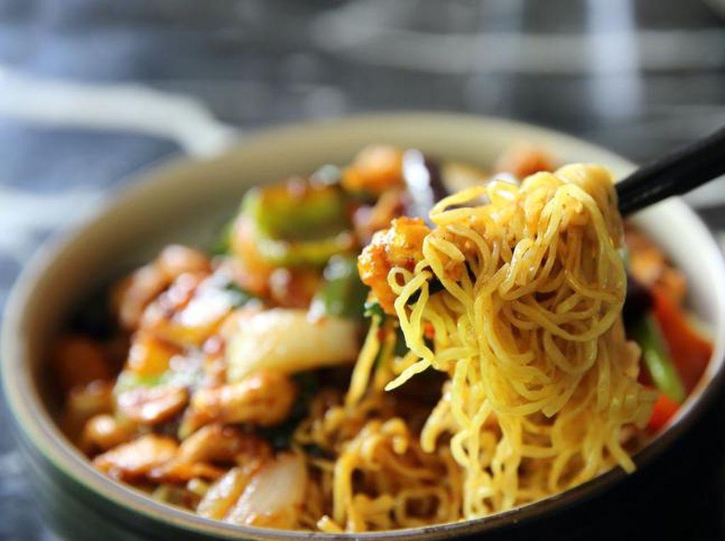20 Makanan yang Selalu Digemari Orang Indonesia hingga Cake Seram Persis Wajah Manusia