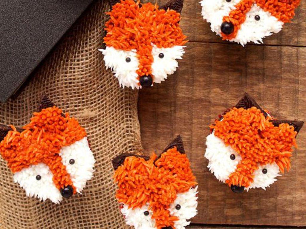 Krim mentega oranye dan putih dengan spuit kecil bisa dipakai untuk membentuk bulu serigala yang imut ini. Foto: Istimewa