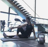 Seperti yang dapat dilihat di media sosial Instagram-nya, Tatjana Saphira terlihat tak pernah absen dari sesi latihan di gym, termasuk di akhir pekan. Foto: Instagram/tatjanasaphira
