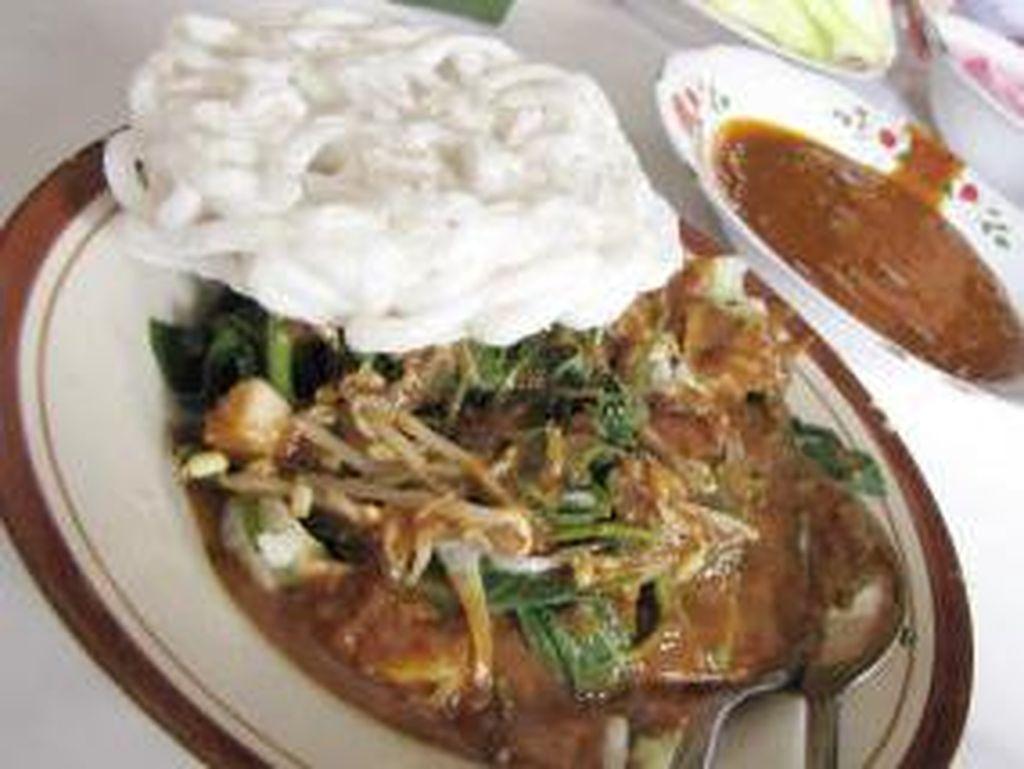 Janganan atau pecel bu Sri di Pekunden Semarang wajib disambangi. Racikan sayuran disiram bumbu kacang yang manis gurih pedas plus kerupuk kanji. Dijamin kenyang!Foto: Istimewa