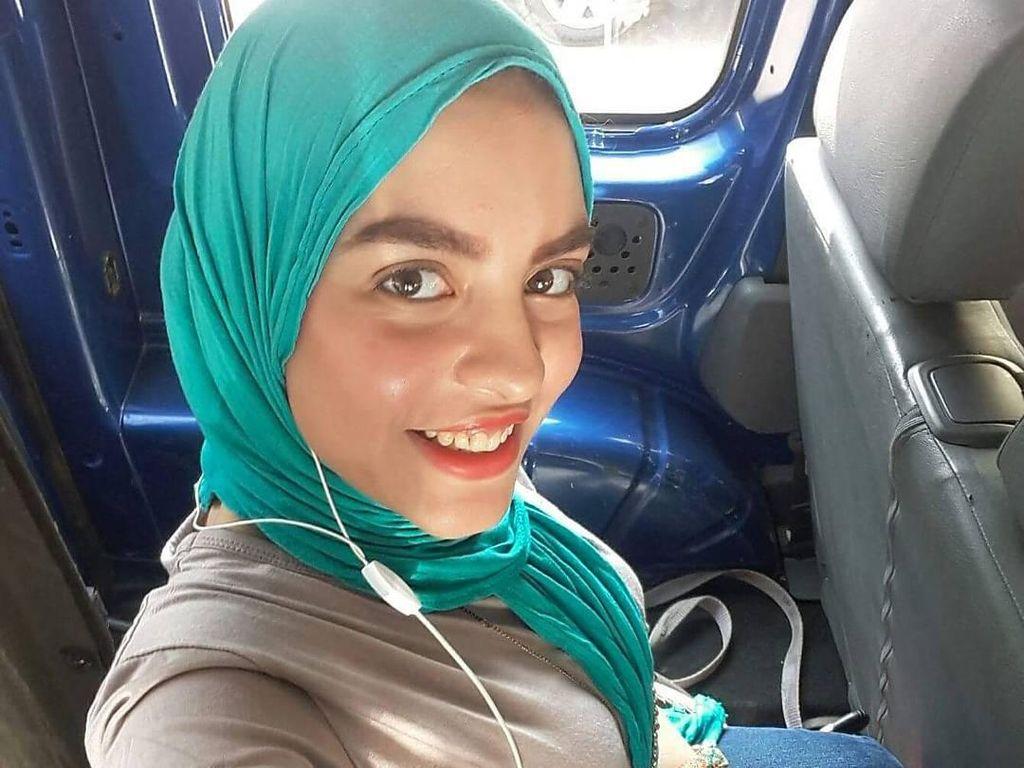Foto: Ini Rania Roushdy, Model Difabel Berhijab Cantik dari Mesir