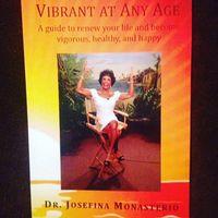 Bukunya yang berjudul Vibrant at Any Age bercerita soal bagaimana menjalani hidup yang sehat dan bahagia. (Foto: Facebook/Josefina Monasterio)