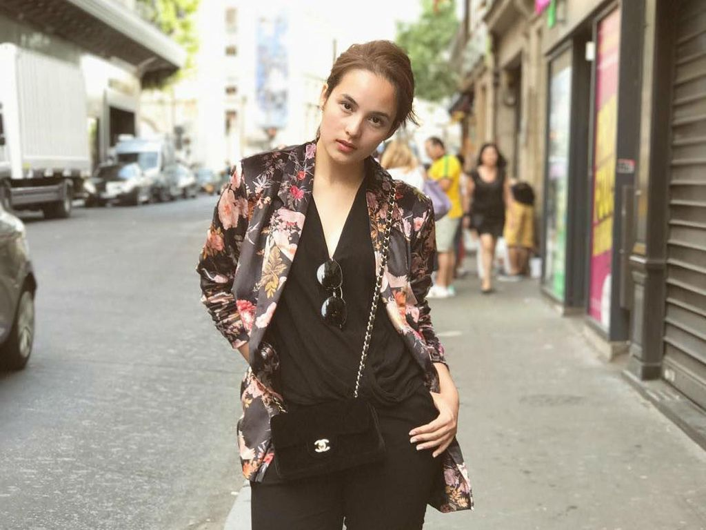 10 Foto Artis Indonesia dengan Penampilan Stylish