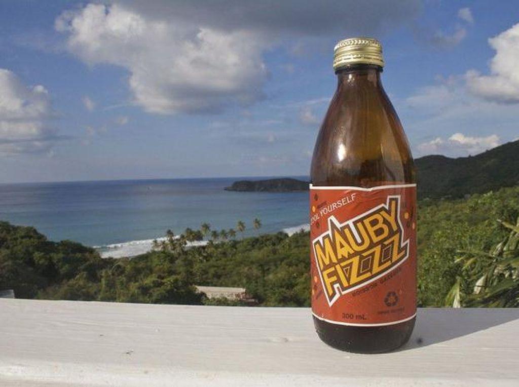 Mauby Fizz merupakan minuman yang populer di Kepulauan Karibia. Dibuat dari mauby yaitu sejenis kulit pohon. Rasanya manis dan sedikit pahit. Minuman ini diduga dapat menjadi obat pencahar pada beberapa orang. Foto: Istimewa