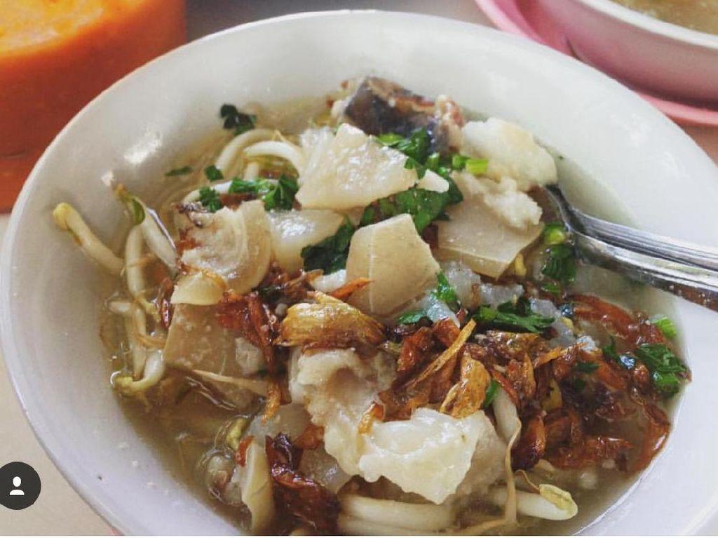 Mie kocock Mang Nanang Tea ada di Jl.Ternate dan BSD. Kaki sapi yang empuk mulur jadi andalannya. Juga ada sumsum jika ingin yang lebih gurihFoto: Istimewa
