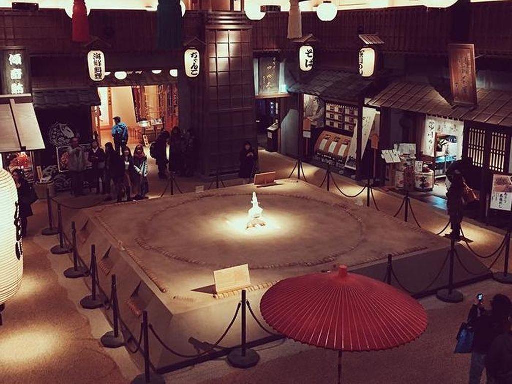 Hananomai Ryogoku merupakan restoran bertema sumo dimana Anda dapat menyaksikan langsungpertarungan sumo sambil menikmati masakan otentik Jepang. Foto: Istimewa