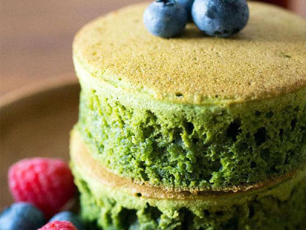 Matcha atau green tea selalu jadi favorit. Aroma wanginya bakal bikin hari Anda makin penuh semangat. Bisa dipadu dengan gula bubuk.Foto: Istimewa