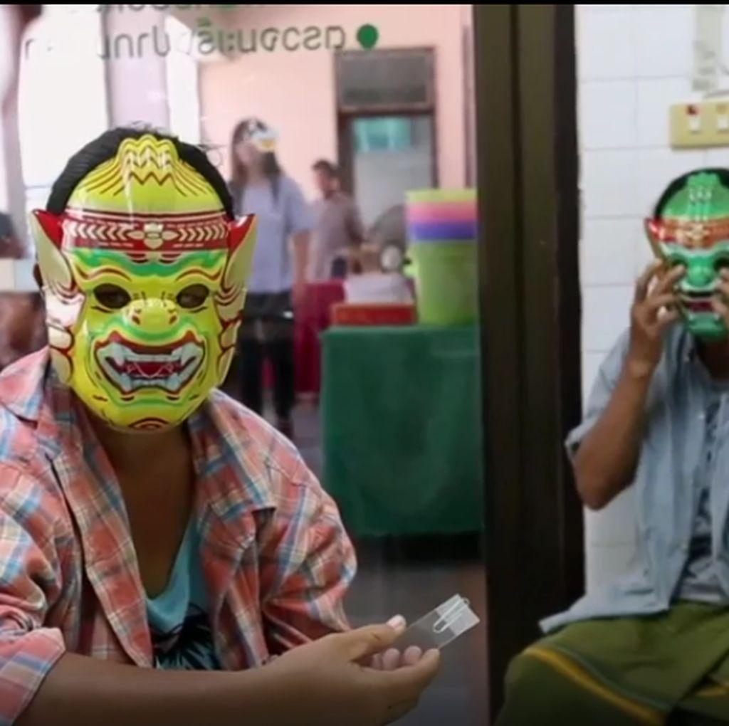 Unik, Pasien Pap Smear di Thailand Pakai Topeng Supaya Tak Malu