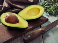Tidak ada alasan untuk tidak menyukai alpukat. Buah yang kaya akan asam oleat dan omega-3 yang dapat mempertahankan kelembaban kulit. (Foto: iStock)