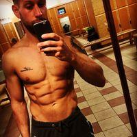 Rentang lemak tubuh 10-15 persen sixpack di perut tampak jelas. Rentang ini yang biasanya diincar oleh banyak pria dan dimiliki oleh para atlet olahraga. (Foto: Instagram/vgthomas1987)