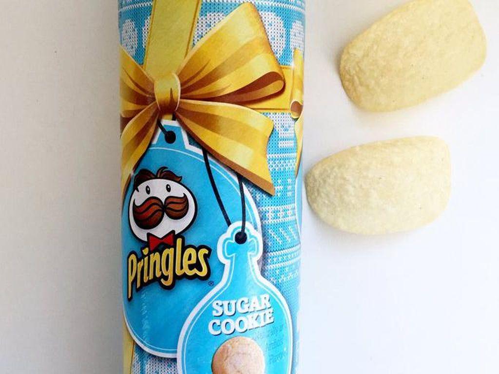 Sugar Cookie Pringles merupakan salah satu edisi terbatas pada musim liburan 2016. Keripik ini dibuat dengan memasukkan gula ke dalam pringles. Keripik manis asin ini dijamin buat ketagihan.