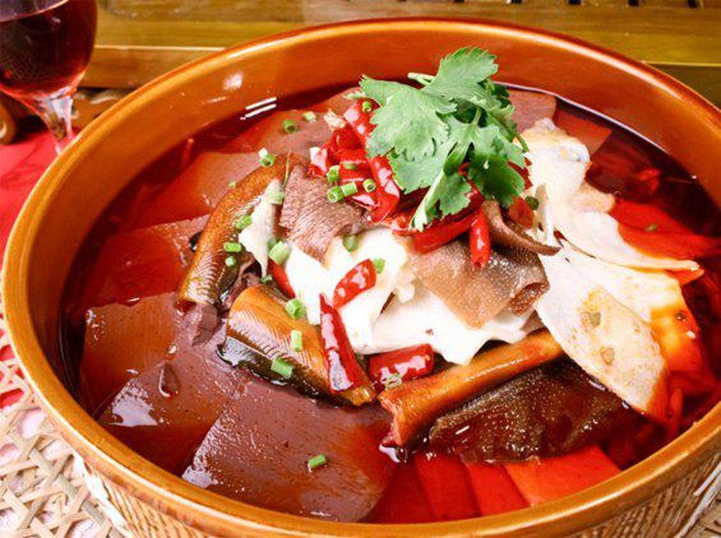 China memakai darah untuk berbagai sup dan kaldu, termasuk darah bebek. Seperti di Shanghai dan Nanjing. Ada juga yang memakai darah yang sudah dibekukan layaknya di Vietnam. Foto: Istimewa