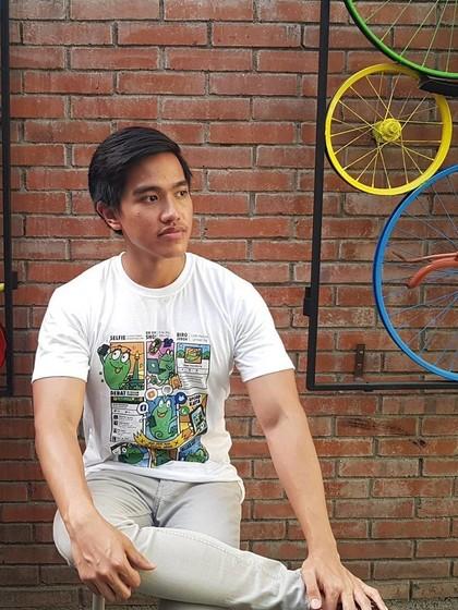 Resmi Dijual, Kaus Kecebong Karya Anak Jokowi Diserbu Netizen