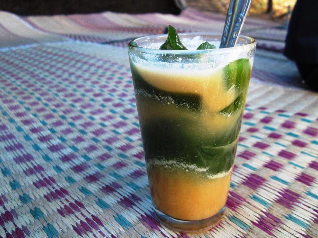 Cincau hijau yang diberi serutan es dan gula merah. Segaaar! Harganya juga murah meriah biasanya hanya Rp 3.000 hingga Rp 5.000-an.Foto: Istimewa