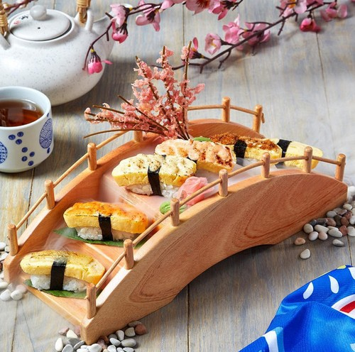 Tangga, Bianglala hingga Jembatan Jadi Tempat Menyajikan Sushi yang Kekinian