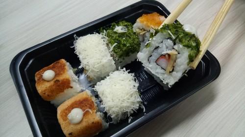 Mencicip Sushi dari 2 Gerai Online dengan Harga Terjangkau, Mana yang Enak?