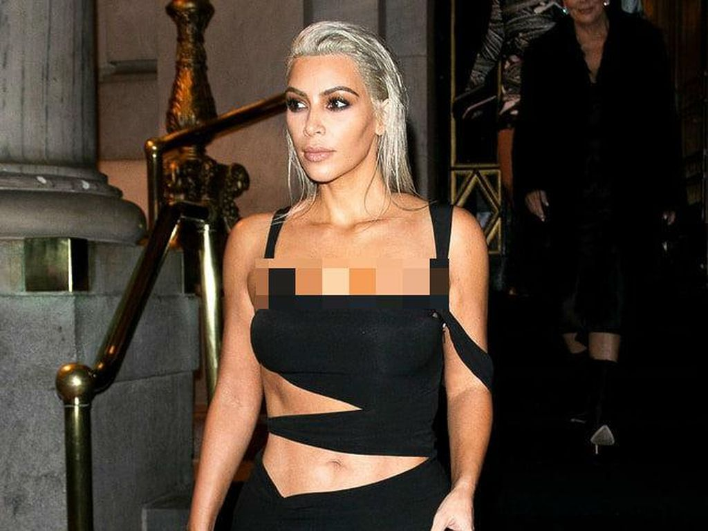Foto: Deretan Gaya Seksi Kim Kardashian di New York Fashion Week