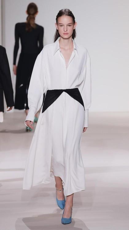 Foto: 25 Koleksi Victoria Beckham di New York Fashion Week 2017