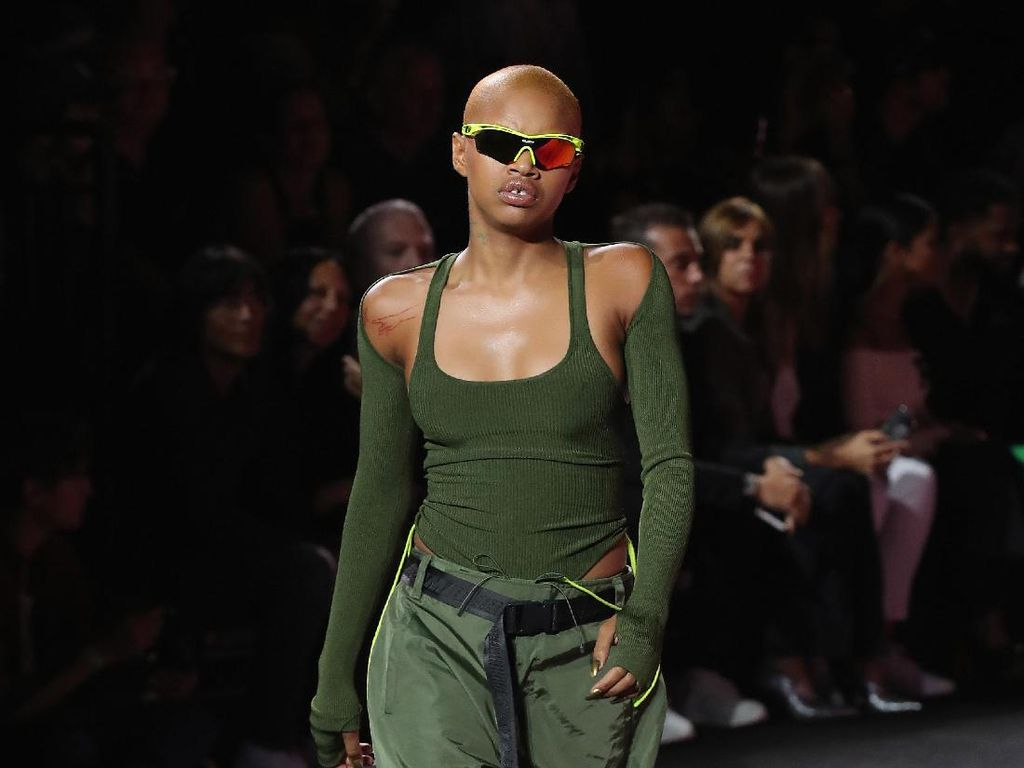 Foto: 25 Koleksi Fenty Puma by Rihanna di New York Fashion Week 2017
