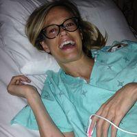 Anne merupakan penyandang kelainan jantung bawaan. Foto ini diambil beberapa saat sebelum dirinya menuju meja operasi untuk mendapatkan jantung baru. Setahun kemudian ia sudah bisa menikmati hidup berpetualang. (Foto: Instagram/annemarie2828)