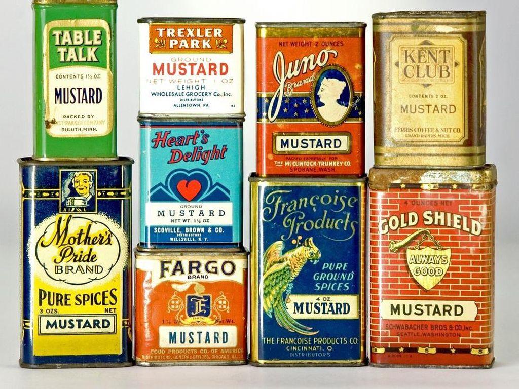 Di Wisconsin, Amerika Serikat ada museum khusus mustard. National Mustard Museum punya lebih dari 5.676 mustard dari 50 negara bagian Amerika dan 70 negara. Penyuka mustard bisa tahu sejarah mustard, melihat iklan lama produk mustard, wadah mustard kuno hingga karya seni bertema mustard.