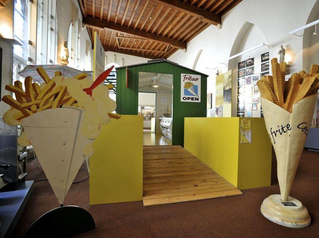 Frietmuseum di Bruges, Belgia cocok bagi pencinta kentang goreng. Pengunjung bisa belajar sejarah kentang goreng dengan sekitar 400 obyek kuno yang dipajang. Pilihan mencoba kentang goreng pada akhir kunjungan jadi bonus yang menyenangkan.