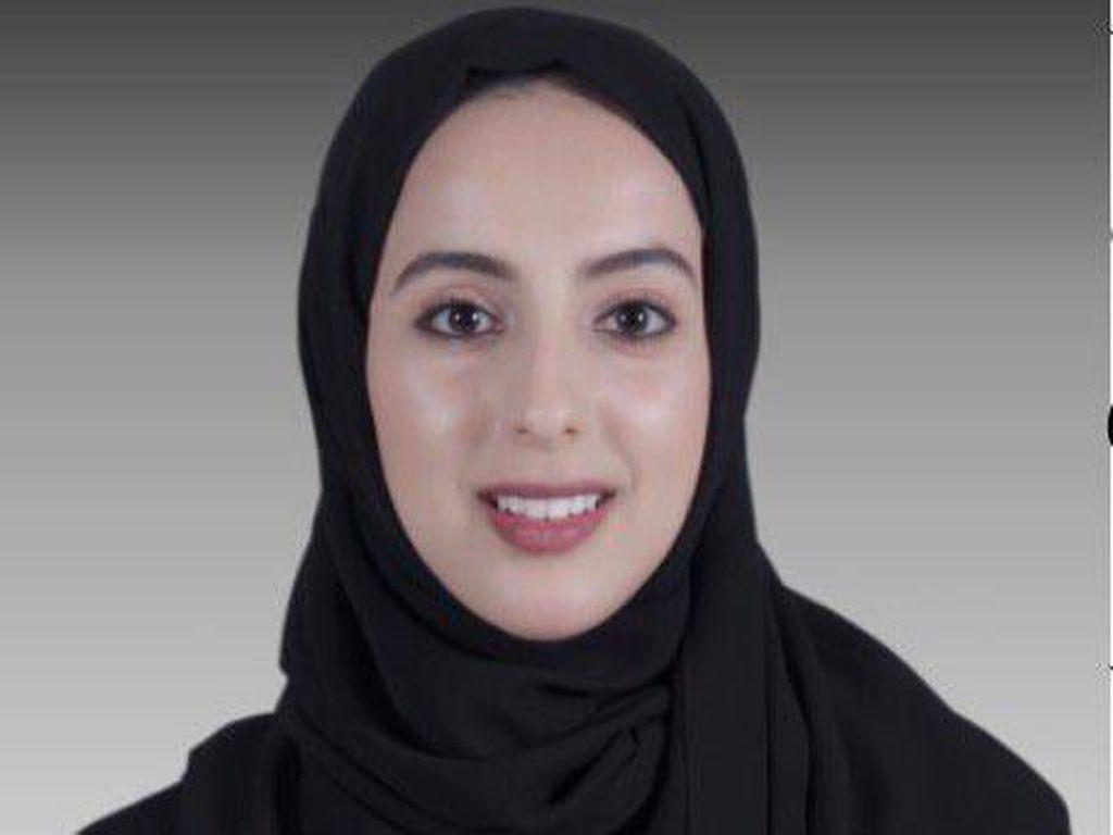 Foto: Ini Shamma Al Mazrui, Menteri Termuda di Dunia dengan Hijab Serba Hitam