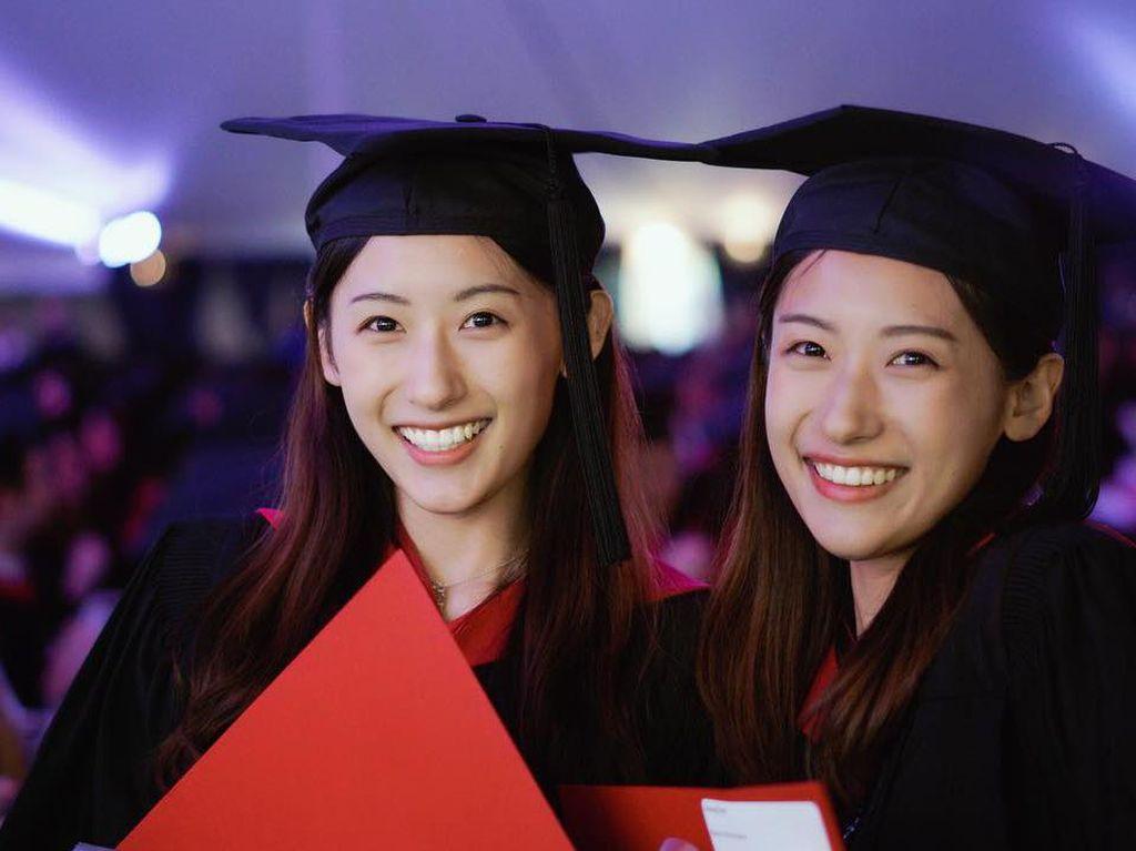 10 Potret Kembar Cantik dan Pintar yang Viral Karena Lulus Harvard Setahun