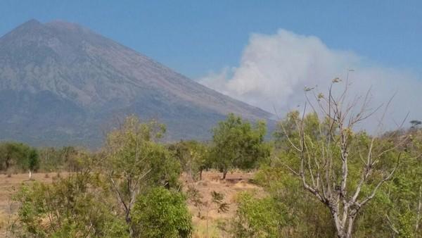 Gunung Agung Berstatus Awas