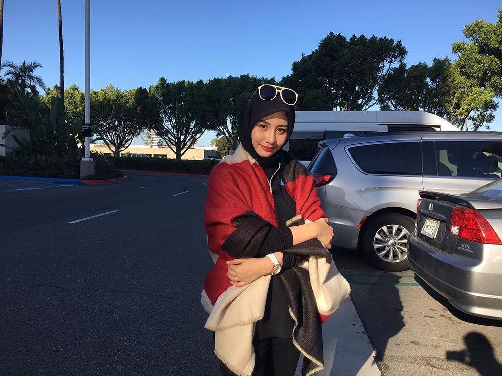 Foto: Cantiknya Novita Hardini, Istri Wakil Bupati Trenggalek Berhijab Simpel