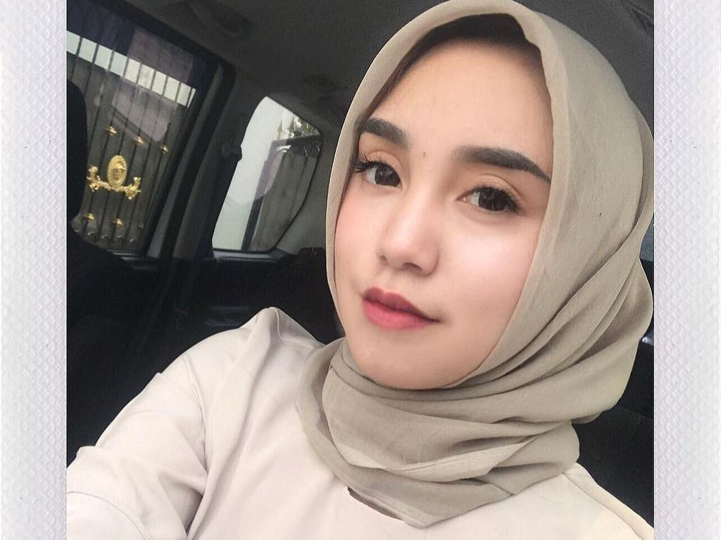 Foto: Gaya Hijab Salmafina, Putri Sunan Kalijaga yang Menikah di Usia 18 Tahun