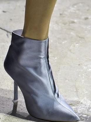 Foto: 10 Sepatu Unik dan Cantik dari London Fashion Week