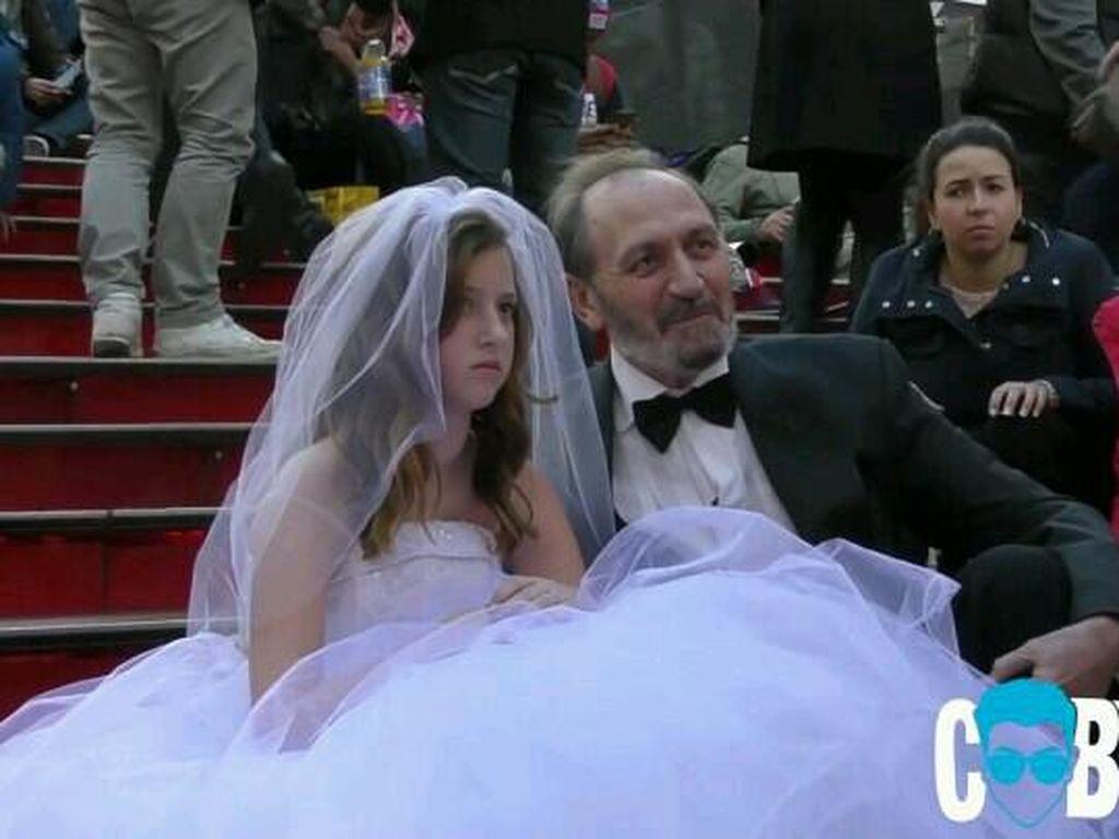 Ini Reaksi Orang Lihat Pria 65 Tahun Menikahi Gadis Belia