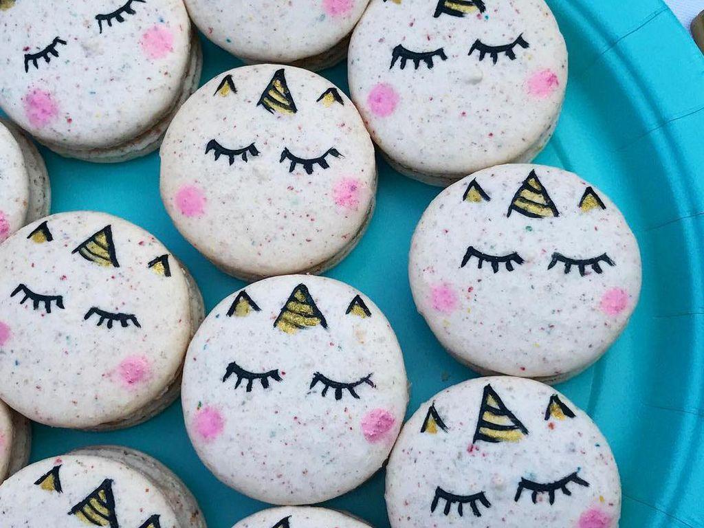 Cantiknya Macaron Unicorn, Mini Burger dan Emoji Buatan Baker NYC