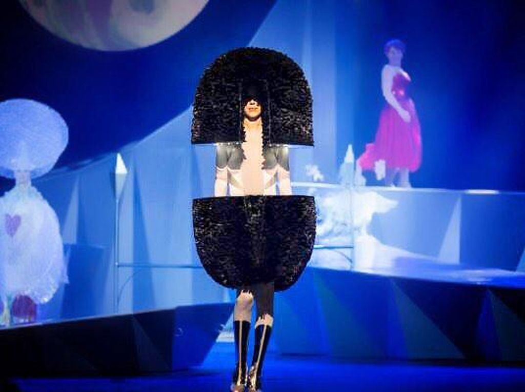 Cerita Rinaldy Yunardi Raih 3 Pernghargaan Fashion Bergengsi Dunia