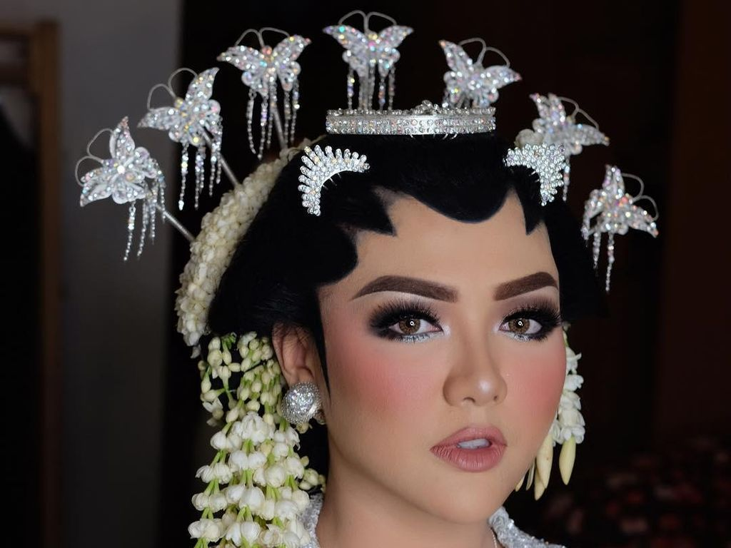 Foto: Cantiknya Vicky Shu dengan Riasan yang Manglingi Saat Menikah