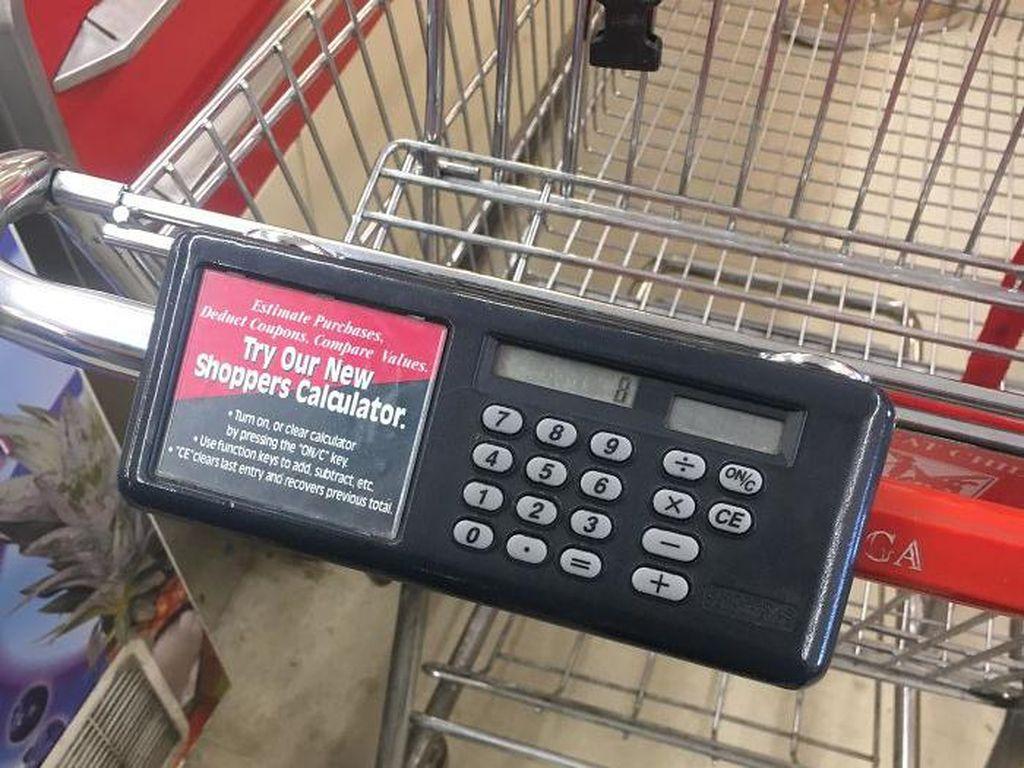 Wuih! Troli Supermarket Makin Canggih dengan Kalkulator hingga Charger HP